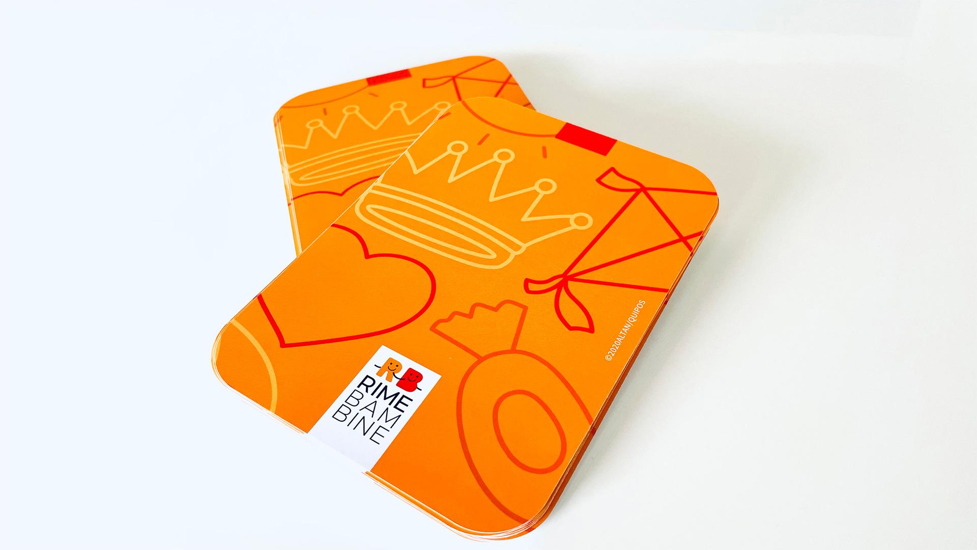 Retro dei mazzi delle carte da gioco per bambini con illustrazioni di Altan
