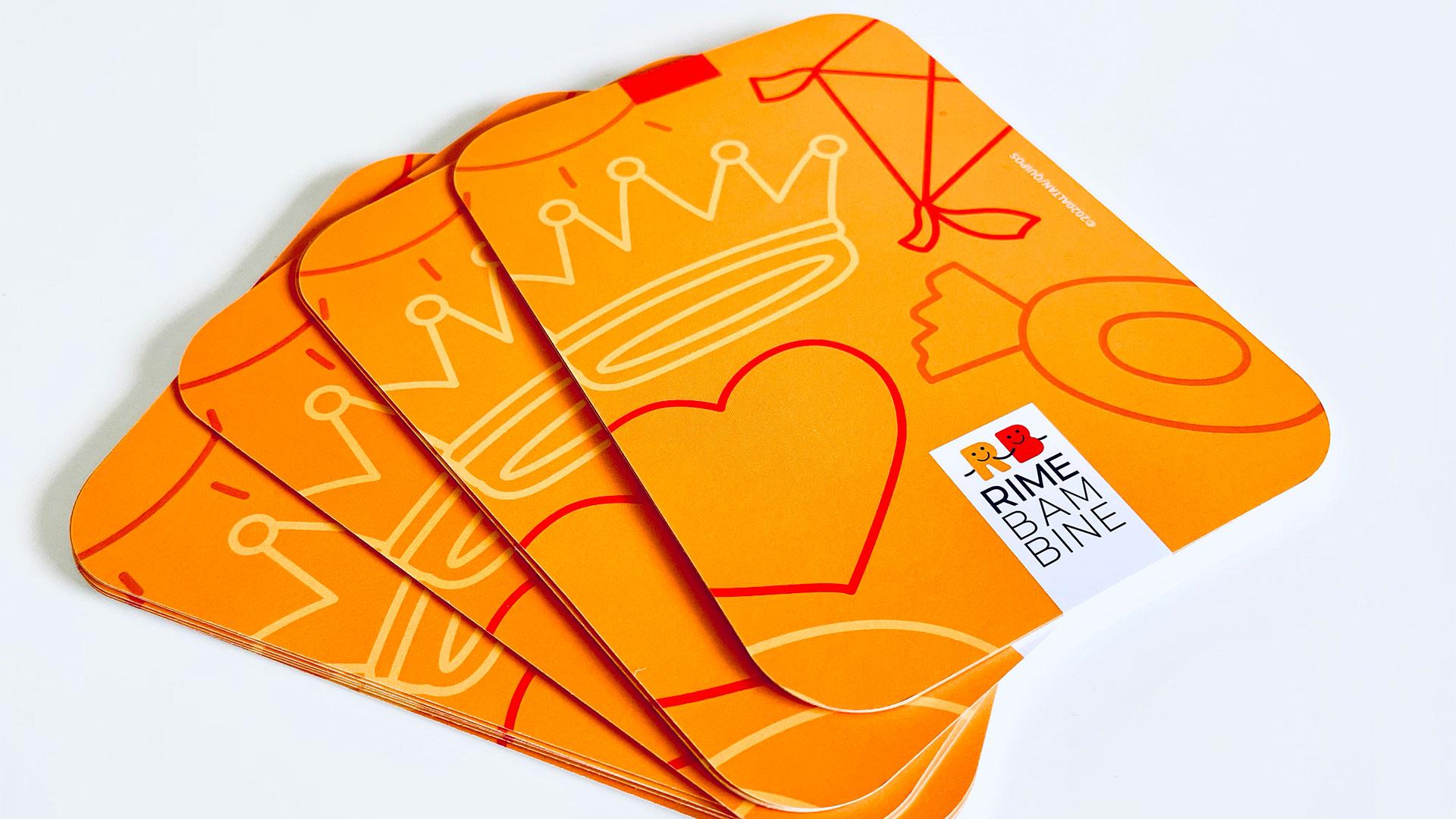 Retro dei mazzi di carte da gioco per bambini con illustrazioni di Altan