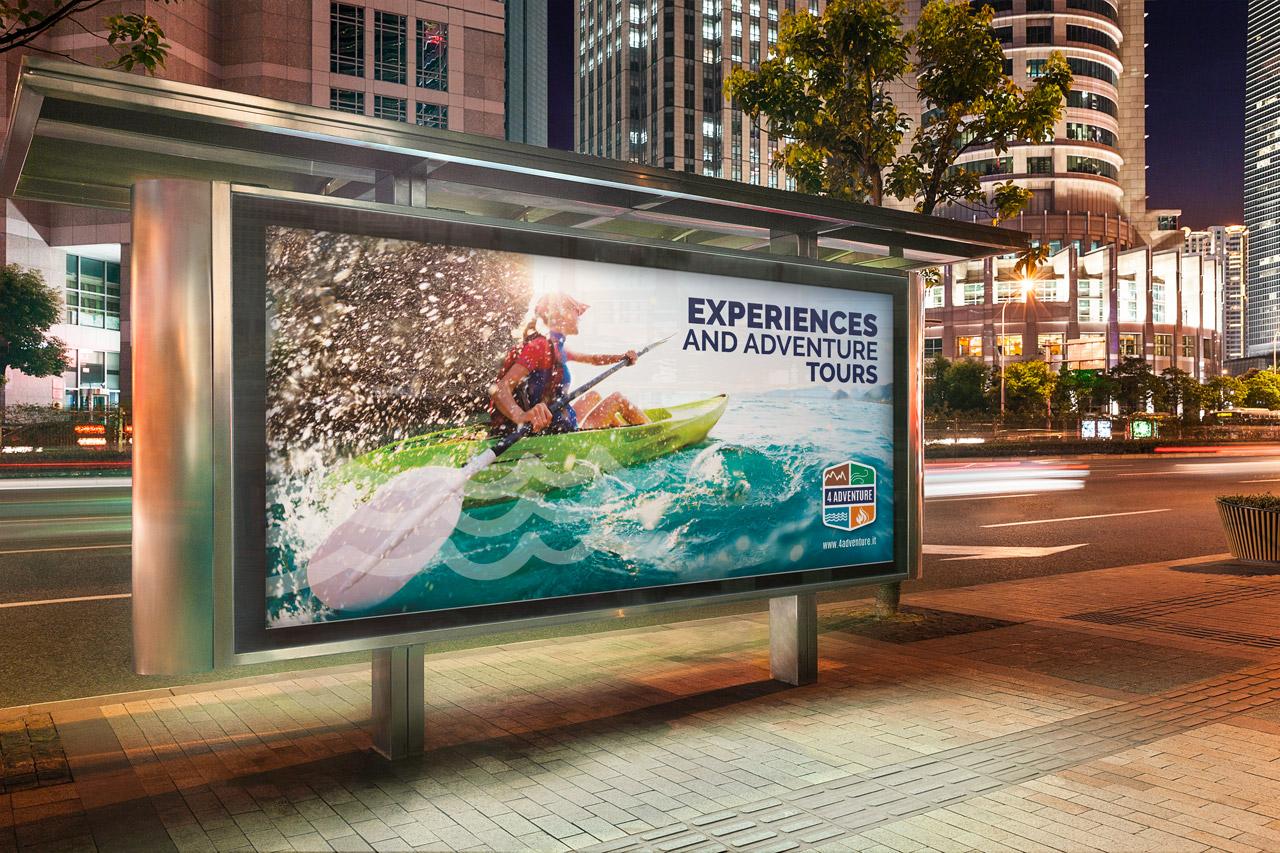 Pubblicità 4 Adventure su cartellone pubblicitario orizzontale