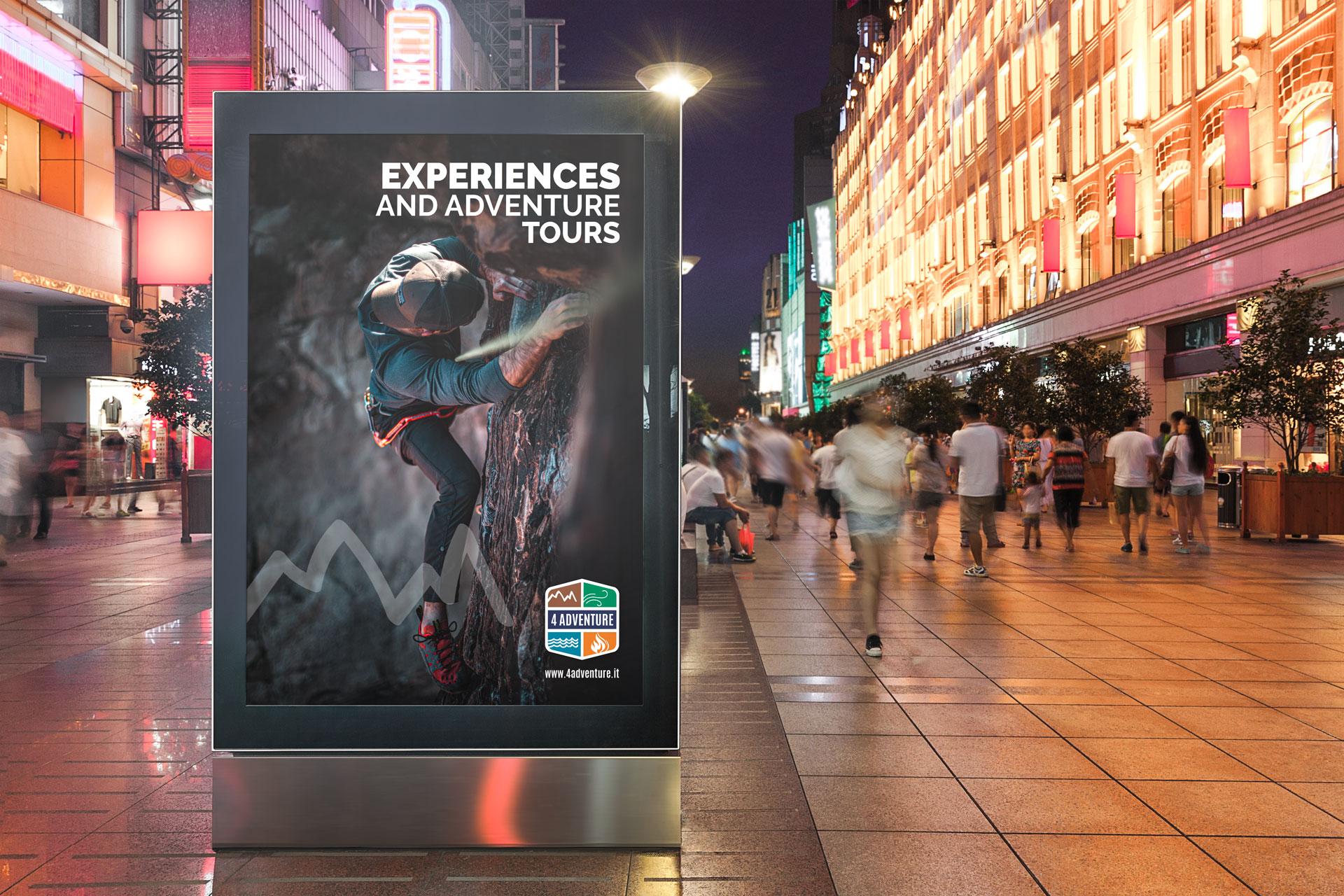 Pubblicità 4 Adventure su cartellone pubblicitario verticale